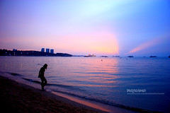 Happy sunset in Pattaya (Pkamo@Tai) Tags: lighting trip travel sunset shadow beach colors girl relax thailand happy tour view place thai pattaya chonburi  puykamo