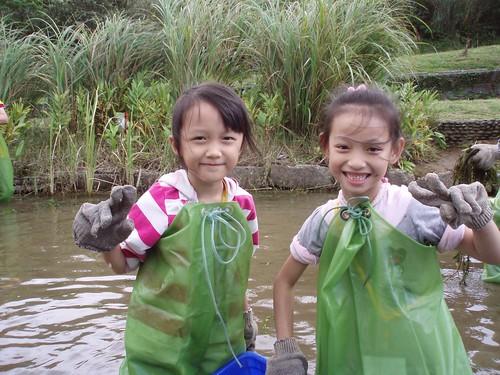 在溼地奮力移除外來種的小志工,是台灣的未來。