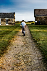Hands in Pockets (photo.klick) Tags: man green grass walking vanishingpoint nps path ks perspective center photoblog kansas jol between fortlarnednationalhistoricsite ftlarned katsingercom