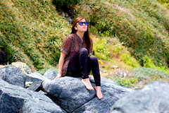 Mira mira, ahora... (Constanza C.) Tags: sun beach girl look day si mira rocas beautifull sunnies ahora