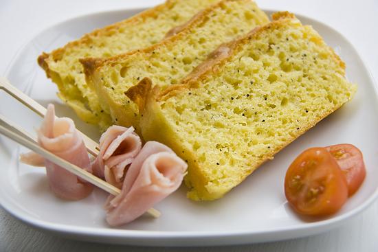 Cake con Caprino e Semi di Papavero