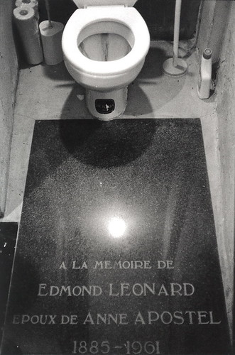 'Anne's Edmond' - Toilet of Atelier Salu, Laken, Brussels Belgium 2009 (35mm)