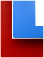 Abstracción en rojo, azul y blanco