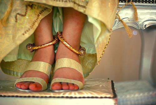 2009-12-05-bride-feet-800w
