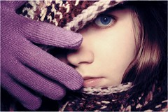 (ur.Kthrin) Tags: blue portrait laura eye self purple gloves karg