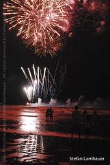 Reveillon em Santos 2010 (Stefan Lambauer) Tags: reveillon brazil people praia beach brasil br fireworks sãopaulo orla newyear santos anonovo 2010 fogos stefanlambauer