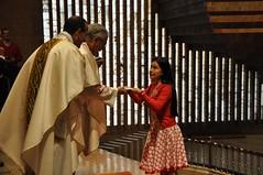 Ofrendas en la Misa - 2 (Santuario Torreciudad) Tags: america montserrat pueblos lourdes peregrinacion encuentro santuario virgenmaria torreciudad elpilar latinoamericanos rutamariana