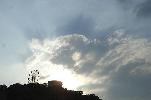 メリーゴーランドと空
