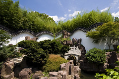 New York Chinese Scholar's Garden - The Meandering Cloud Wall (anadelmann) Tags: china wood nyc newyorkcity bridge sky usa cloud ny newyork water rock wall garden landscape suzhou sony traditional chinese lac f100 courtyard walkway pavilion scholar statenisland frontpage botanicalgarden culturalcenter snugharbor statenislandbotanicalgarden newyorkchinesescholarsgarden v1000 a900 killvankull nationalhistoriclandmarkdistrict newyorkchinesegarden snugharborculturalcenter  alpha900 sonyalpha900 anadelmann meanderingcloudwall onestepbridge jiching landscapearchitecturecorporationofchina