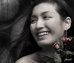 It Was A Happy Day (Tomasito.!) Tags: flowers portrait smile fashionphotography philippines beautifulwoman bouquet filipinas tomasito strobist nikond90