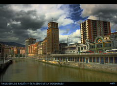 RASCACIELOS BAILEN Y ESTACION LA CONCORDIA BILBAO (Asi75er) Tags: city travel summer art skyline clouds photoshop canon eos europe bilbao elements nubes zb bizkaia basque vasco euskalherria euskadi estacin tran bilbo basquecountry paisvasco rascacielos photoshopelements 400d canoneos400d flickraward flickrestrellas mygearandmepremium ringexcellence