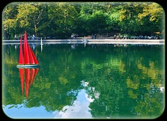 toy boat, toy boat, toy boat... (*erinnoel*) Tags: nyc pond centralpark manhattan sailboats boatracing autumninny