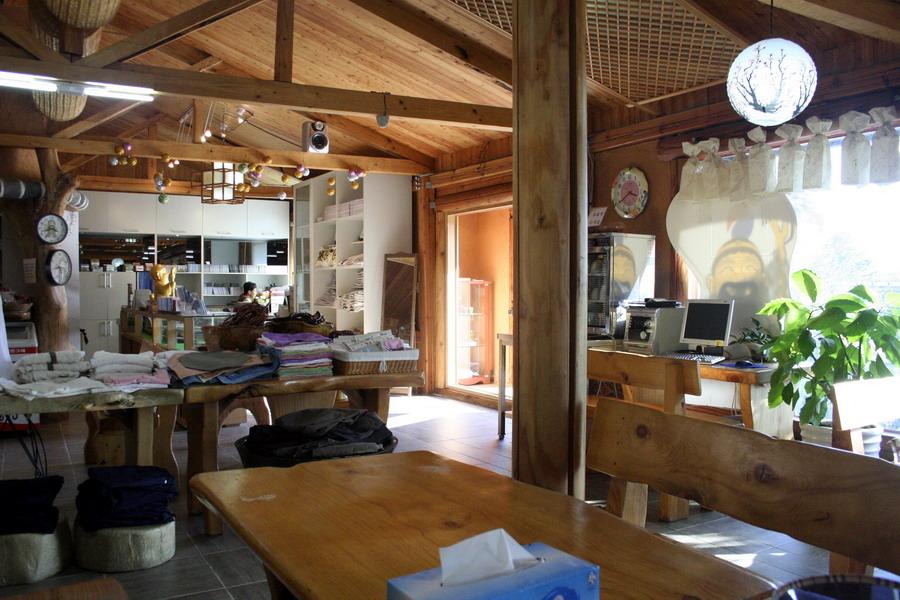 Cafeteria & shop