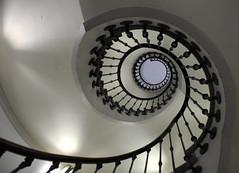 ... himmels-leiter (yellobird) Tags: spiral stair zurich bahnhof treppe staircase mainstation hb wendeltreppe aupremier