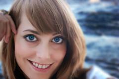 Se baigner dans un regard... / Swim in those eyes (sevyl (de plus en plus avec YouPic...de moins en m) Tags: portrait oeil yeux bleu beaut visage regard portraitdefemme