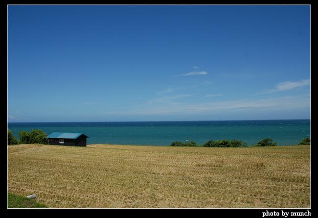 圖說:東部海岸線的美麗,說穿不值錢,就是景觀構成簡單、壯闊自然。(台東,成功) 很累!那種一擋再擋的環境運動,真的很累人。