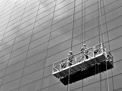 Men at Work (Miguel Herrera) Tags: windows urban blackandwhite bw blancoynegro architecture arquitectura venezuela bn caracas cleaning ventanas urbano 2009 limpieza cubonegro miguelherrera limpiaventanas centrobanaven