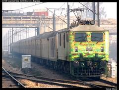 2259 Sealdah New Delhi Duronto Express (Vishal Khare) Tags: morning india train canon is long delhi capital fast running powershot 45 than late effort express kolkata minutes nonstop newdelhi faster westbengal acknowledge indianrailways uttarpradesh rajdhani repaint sealdah ghaziabad irfca 2259 sahibabad 30246 sx10 duronto wap7 chandernagarhalt durontolivery