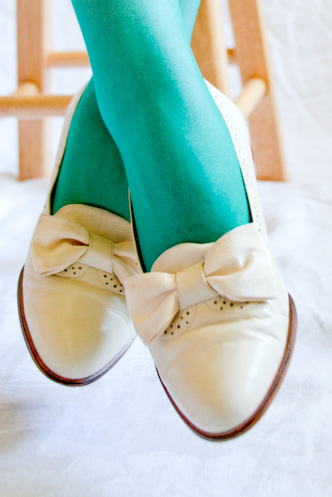 VINTAGE 80s Vaneli Cream Ribbon Bow Leather Flats 7M - 04