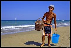 Cocco!!! (rogilde - roberto la forgia) Tags: travel light sea vacation italy beach canon italia mare coconut coco colori spiaggia silvi italians vocation abruzzo adriaticsea adriatico cocco coconutseller supershot coccobello abigfave ultimateshot venditoredicocco
