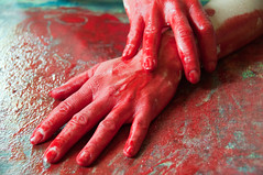Les mains sales-13 (metatong) Tags: red color painting rouge blood hands acrylic hand main peinture murder sang mains murderer acrylique d300 redpaint meurtre meurtrier peinturerouge