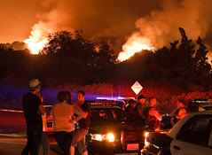 a big fire affecting real people (mccannta) Tags: california castle fire smoke flames police sherrif oceanview brushfire policecruiser flintridge lacanada evacuated flashinglights 24105mm stationfire policelights canonxsi