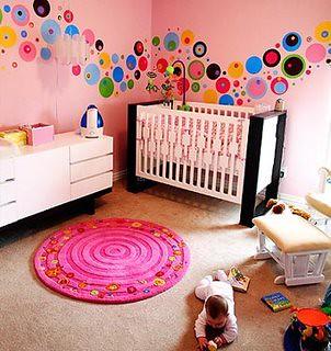 adesivo para parede em quarto infantil