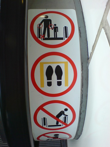 Escalator safety sign