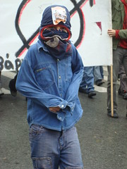 Στιγμές από την εξέγερση του Δεκέμβρη του 2008, μετά τη δολοφονία του Αλέξανδρου Γρηγορόπουλου.