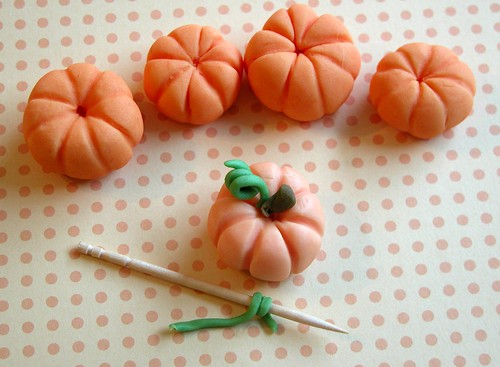 Fondant pumpkins, step six