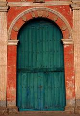Puerta de la Iglesia (cormend) Tags: door travel orange color peru church southamerica puerta nikon arch iglesia arequipa colca colcacanyon sudamerica cabanaconde d80 cormend