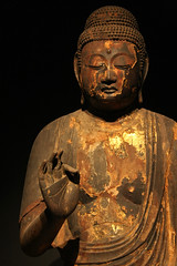Wooden buddha (matteo_dudek) Tags: wood statue japan museum tokyo golden wooden travels asia hand ueno buddha painted mano nippon museo buddah budda statua viaggi nationalmuseum giappone nihon legno figura dipinto dorato challengeyouwinner mueonazionale