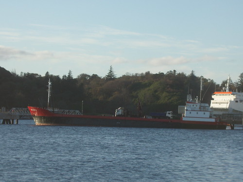 Red Duchess at Stornoway on 11 Nov. 2009, discharging coal