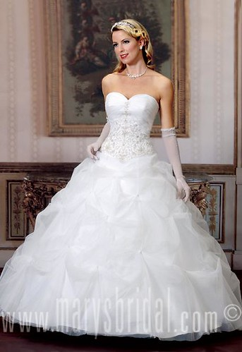 Balloon models and styles to strapless wedding dress.