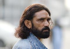 Searching... (Saad Sarfraz Sheikh) Tags: street portraits lahore datadarbar nikond80 saadsarfrazsheikh nikonafdnikkor135mmf2dc