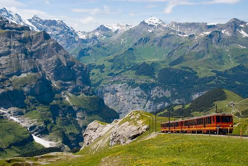 A train carries tourists towards the Jungfraujoch (photo by Jesslyn Truter)