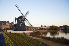 Huis ten Bosch windmill (A7design1) Tags: netherlands windmill japan energy power replica eco nagasaki themepark windpower huistenbosch oldtechnology     littlenetherland