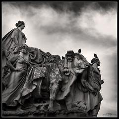 Testigos mudos II (J.R.Rey (OFF)) Tags: sky bw monument statue stone nikon peace monumento paz estatua piedra d90