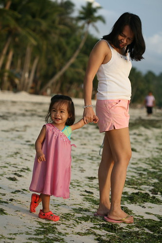 Cacing with her Mom at Station 3 Boracay 2