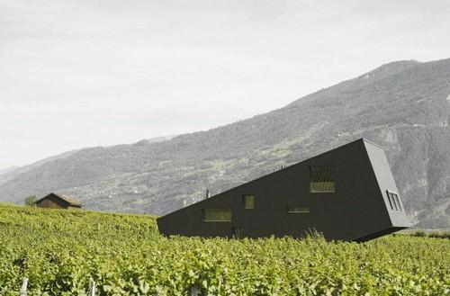 huis tussen de bergen