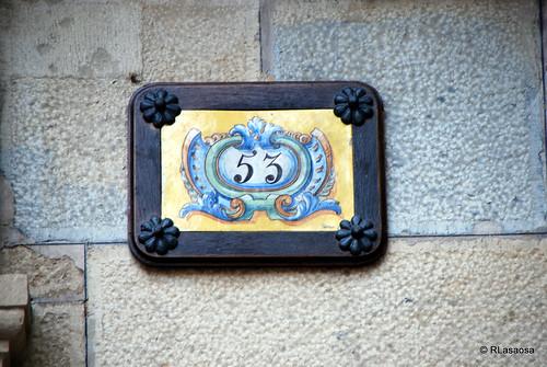 Cartel en la fachada del Palacio de Guenduláin, en la Calle Zapatería, frente a la Plaza del Consejo, actualmente reconvertido en hotel.