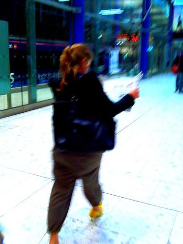 Frau mit gelben Schuhen_II