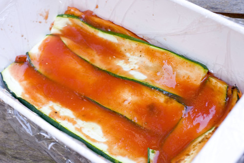 layer of tomato sauce on zucchini