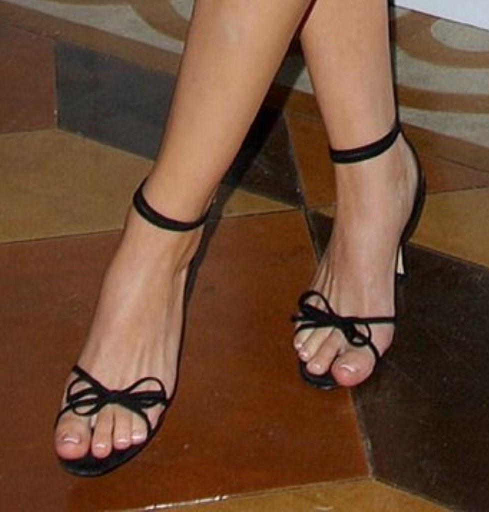 eliza dushku feet