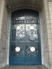 Bruxelles (Belgique), porte de l'un des palais du Cinquantenaire (Marie-Hélène Cingal) Tags: door brussels gate belgique belgie wroughtiron bruxelles porte brussel cinquantenaire portail ferforgé detalhesemferro