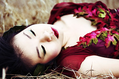 (Arianna Biasini) Tags: autumn red portrait sunlight nature beauty grass leaves fashion female contrast dress natural naturallight ravine nymph rosso daydream rossa caseykaine ariannabiasini peopleenjoyingnature temnafialka natashalazarovic