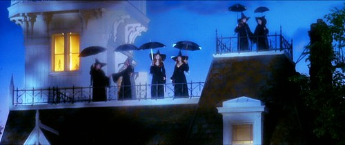 practicalmagic_witches_roof1