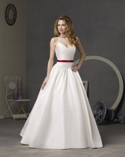 Simple Wedding Dresses Decorated with a Belt