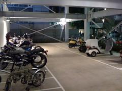 島忠 バイク駐車場