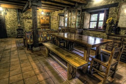 Cabaña de Piedra La Silla de la Reina -Treceño - Cantabria - Comedor